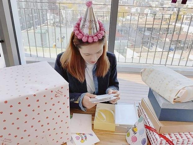 Nữ ca sĩ Hậu duệ mặt trời lần đầu lộ diện sau tin mang thai: Bà xã nhà tài tử Jo Jung Suk gầy đến đáng lo - Ảnh 5.
