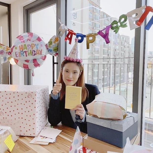 Nữ ca sĩ Hậu duệ mặt trời lần đầu lộ diện sau tin mang thai: Bà xã nhà tài tử Jo Jung Suk gầy đến đáng lo - Ảnh 4.