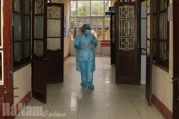 Xác định 600 F1, F2 của bệnh nhân 251 tại Hà Nam, con trai và con dâu đều âm tính với SARS-CoV-2 - Ảnh 1.