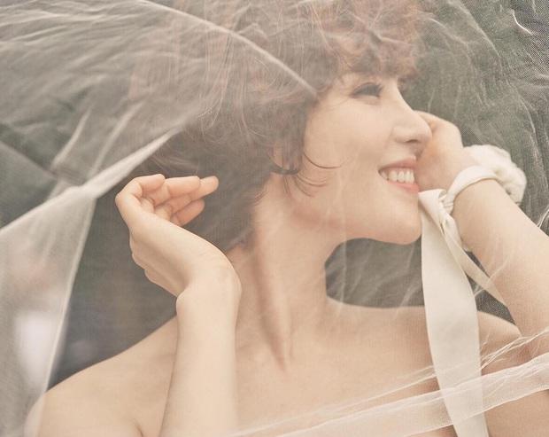 Nữ ca sĩ Hậu duệ mặt trời lần đầu lộ diện sau tin mang thai: Bà xã nhà tài tử Jo Jung Suk gầy đến đáng lo - Ảnh 9.