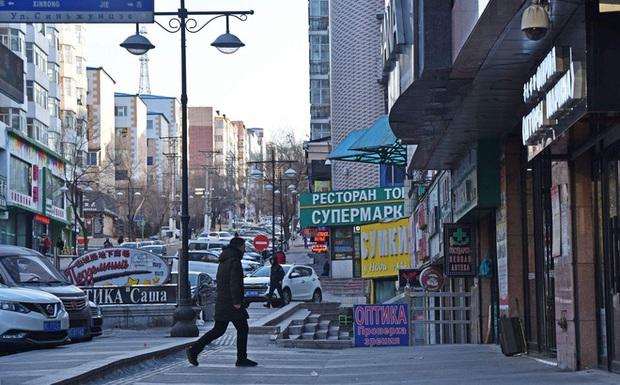 Bắc Kinh phong tỏa thành phố nằm sát Nga, đóng cửa biên giới đất liền Nga-Trung - Ảnh 1.