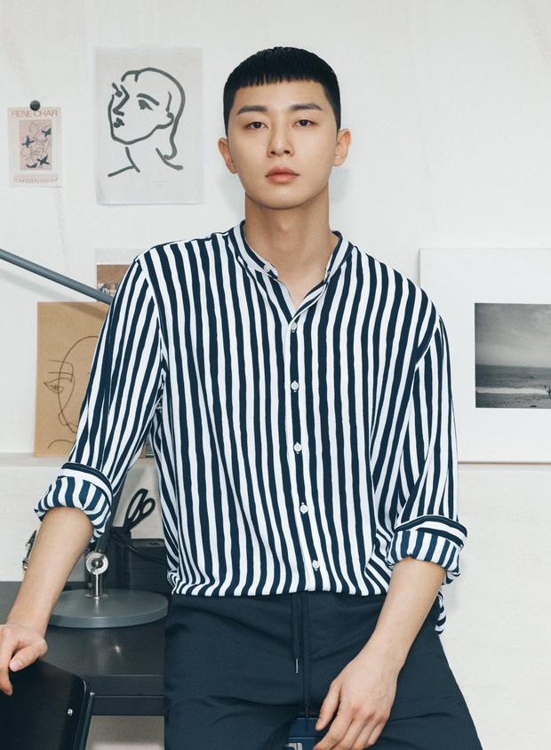 Diện đồ y hệt, sao trông ông chủ Danbam Park Seo Joon khác quá sau 2 năm: Đúng là cái răng cái tóc là góc con người! - Ảnh 2.