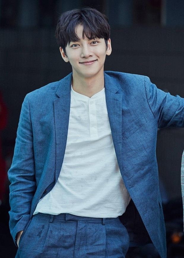 20 tài tử Hàn đẹp trai nhất mọi thời đại: Cả dàn đại nam thần Hyun Bin, Song Joong Ki bị vượt mặt, No.1 gây bất ngờ lớn - Ảnh 16.