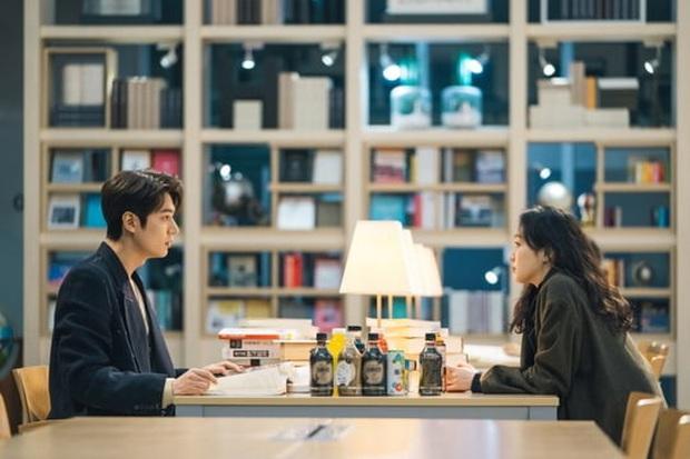 Quân Vương Bất Diệt hé lộ cảnh hoàng đế Lee Min Ho và Kim Go Eun lén lút hẹn hò nơi thư viện - Ảnh 4.