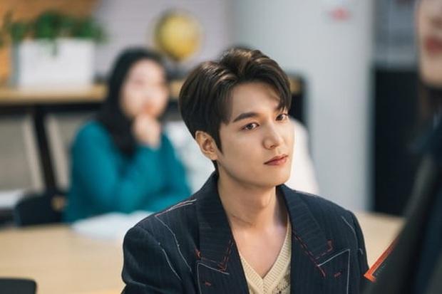 Quân Vương Bất Diệt hé lộ cảnh hoàng đế Lee Min Ho và Kim Go Eun lén lút hẹn hò nơi thư viện - Ảnh 2.