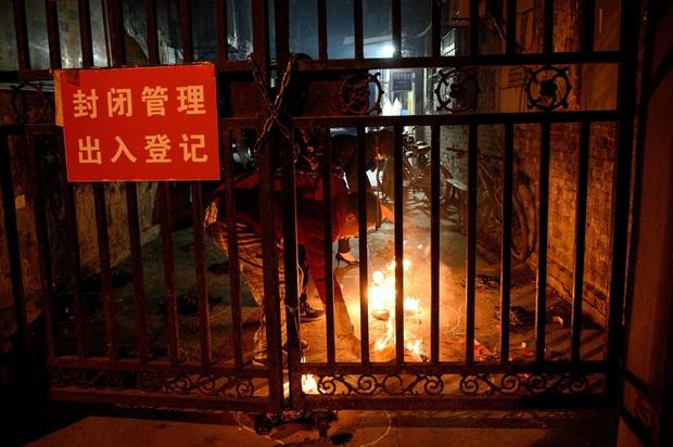 Hàng triệu người bám trụ ở Vũ Hán: Thành phố vừa tỉnh dậy sau cơn hôn mê 76 ngày vì đại dịch Covid-19 nhưng đã hằn sâu nhiều vết sẹo đau đớn - Ảnh 1.