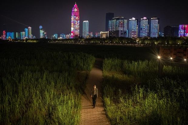 Hàng triệu người bám trụ ở Vũ Hán: Thành phố vừa tỉnh dậy sau cơn hôn mê 76 ngày vì đại dịch Covid-19 nhưng đã hằn sâu nhiều vết sẹo đau đớn - Ảnh 4.