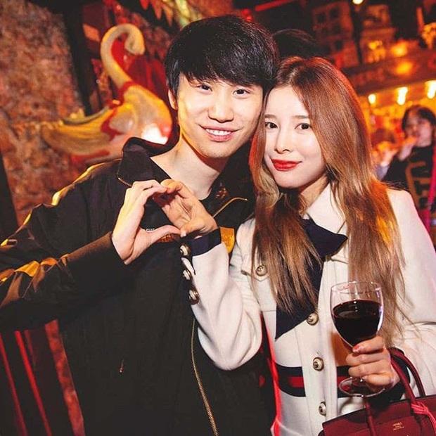 Faker vẫn ôm mối tình với nàng MC Cho Eun Jung nên đến nay vẫn hình không chiếc bóng, vậy mà đồng đội và đối thủ đều có đôi có cặp, có người sinh cả con - Ảnh 2.