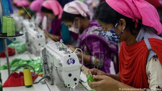 Lao động ngành công nghiệp thời trang bị lãng quên vì đại dịch Covid-19: Chúng tôi quả thật trắng tay rồi - Ảnh 3.