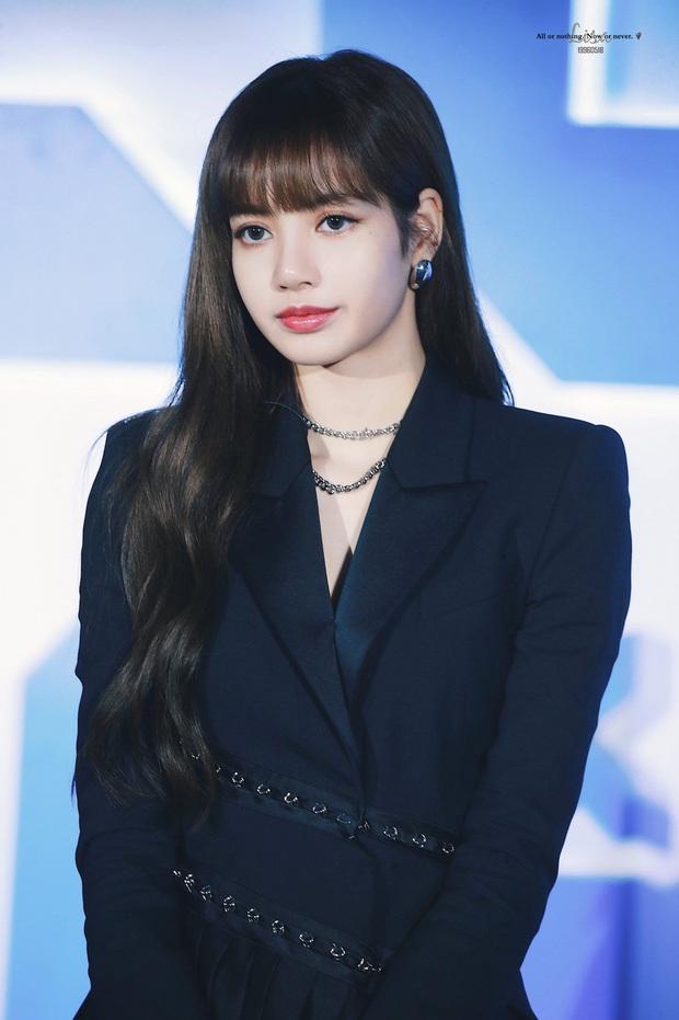 Vì sao Lisa (BLACKPINK) lại trở thành HLV của Thanh Xuân Có Bạn chứ không phải Jennie, Jisoo hoặc Rosé? - Ảnh 1.