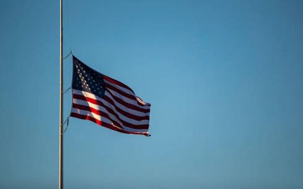 Số người chết vì Covid-19 tăng kỷ lục: Cú sốc khiến Mỹ quỵ ngã? - Ảnh 1.