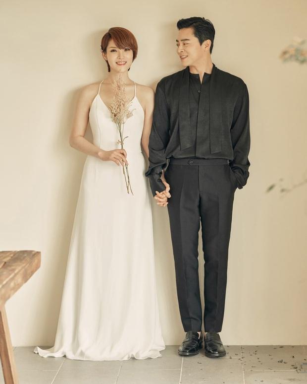 Nữ ca sĩ Hậu duệ mặt trời lần đầu lộ diện sau tin mang thai: Bà xã nhà tài tử Jo Jung Suk gầy đến đáng lo - Ảnh 8.