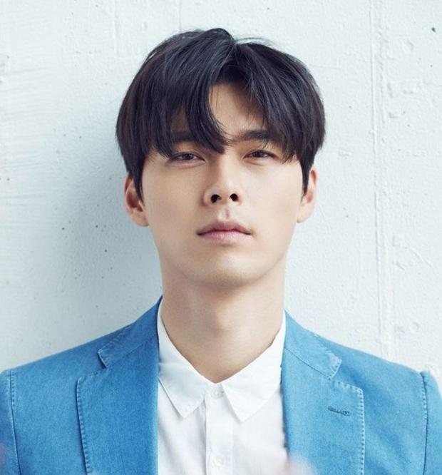 20 tài tử Hàn đẹp trai nhất mọi thời đại: Cả dàn đại nam thần Hyun Bin, Song Joong Ki bị vượt mặt, No.1 gây bất ngờ lớn - Ảnh 17.