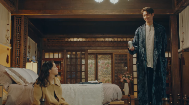 Lee Min Ho mới tập 5 Quân Vương Bất Diệt đã chơi lớn hôn luôn Kim Go Eun, cơ mà sao trông gượng gạo thế nhỉ? - Ảnh 2.
