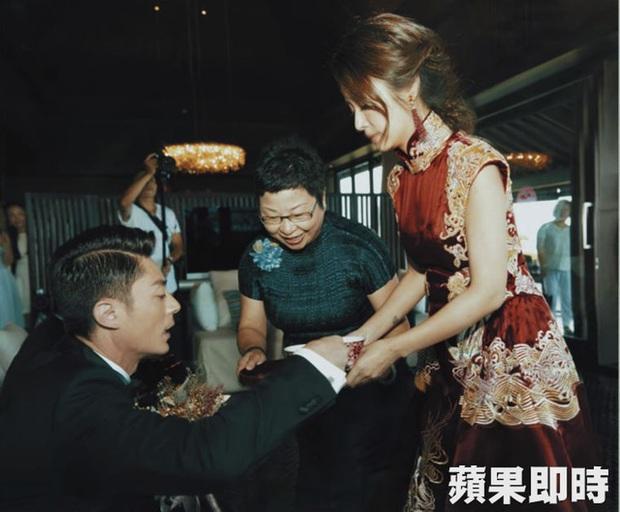 Sau 4 năm cưới, những khoảnh khắc riêng tư cực hiếm trong hôn lễ của Lâm Tâm Như mới được tiết lộ - Ảnh 4.