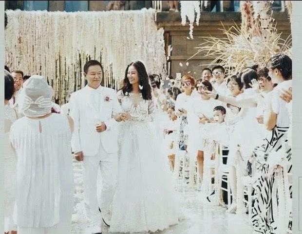 Sau 4 năm cưới, những khoảnh khắc riêng tư cực hiếm trong hôn lễ của Lâm Tâm Như mới được tiết lộ - Ảnh 2.