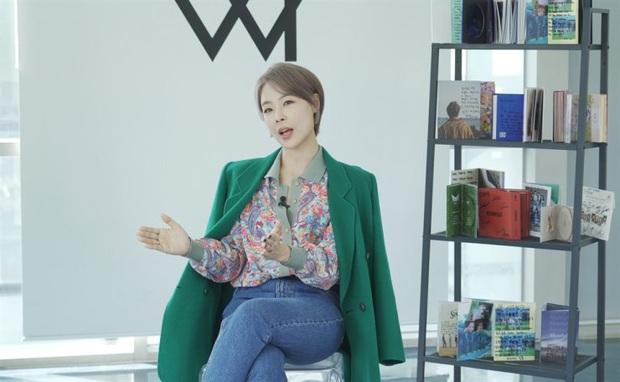 """HLV thanh nhạc tiết lộ thành viên BTS tiến bộ ngoạn mục, khen Jihyo (TWICE) """"đạt đến giới hạn"""" nhưng IU vẫn là ví dụ hoàn hảo của ca sĩ giỏi - Ảnh 1."""