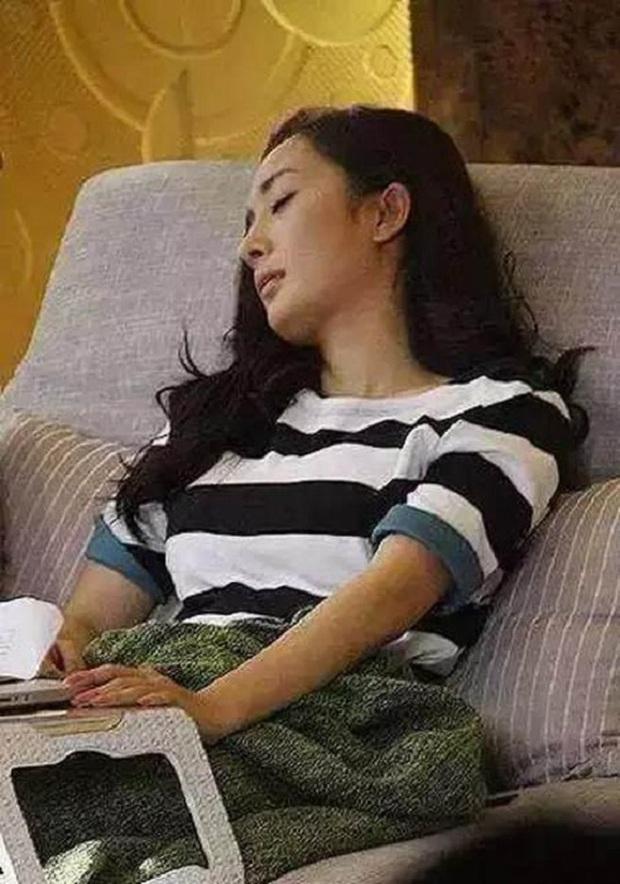 Ảnh ngủ gật của các sao Hoa ngữ: Người đẹp không góc chết, kẻ bị dìm thê thảm - Ảnh 15.