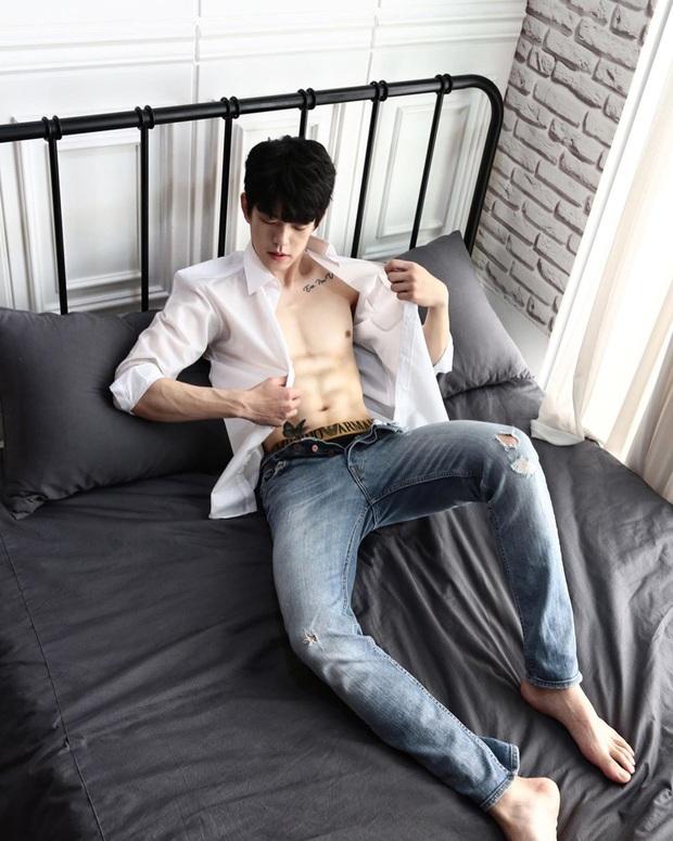 2 nam idol Kpop khoe thành tích giảm 37kg đáng nể: người tự hào có bắp tay lên cơ chuột, kẻ lại tự tin cởi áo show body 8 múi - Ảnh 15.