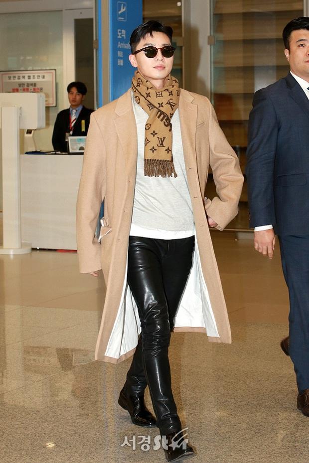 Ông chủ Danbam Park Seo Joon đúng là nam thần sân bay: Lúc như CEO đã giàu còn soái, khi đi dép xỏ ngón cũng ngầu như catwalk - Ảnh 7.