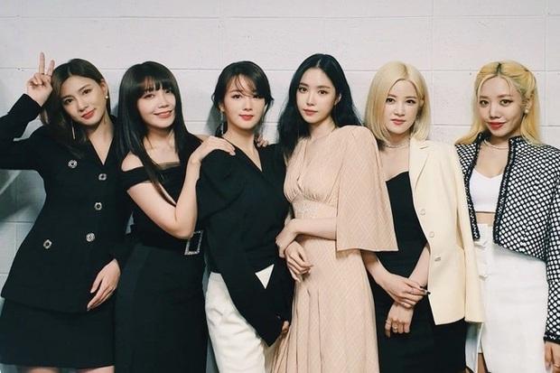 """Top 30 nhóm nhạc nữ hot nhất tháng 5: BLACKPINK, TWICE, Red Velvet bất ngờ bị cái tên """"lạ hoắc"""" vượt mặt, bất ngờ nhất là màn lội ngược dòng của đàn chị gen 2 - Ảnh 2."""