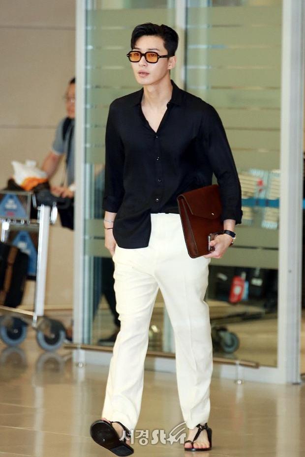 Ông chủ Danbam Park Seo Joon đúng là nam thần sân bay: Lúc như CEO đã giàu còn soái, khi đi dép xỏ ngón cũng ngầu như catwalk - Ảnh 14.