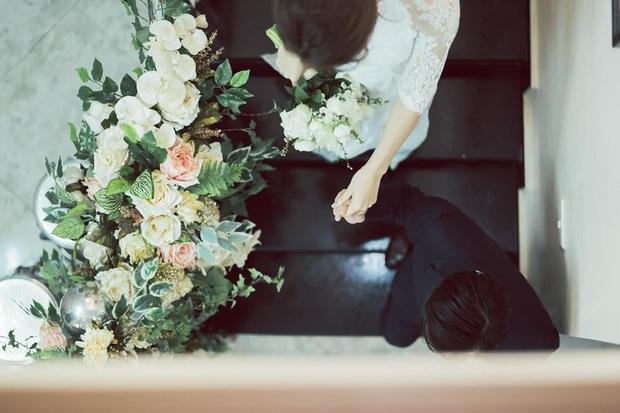 Tròn 1 năm kết hôn, Đàm Thu Trang lần đầu hé lộ loạt khoảnh khắc hiếm khoe cận nhan sắc cô dâu trong ngày theo chồng về dinh - Ảnh 5.