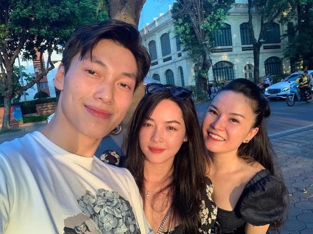 Alan Phạm ôm eo, song ca cực ngọt Có em chờ & Hơn cả yêu cùng Vũ Thanh Quỳnh trên sóng truyền hình - Ảnh 1.