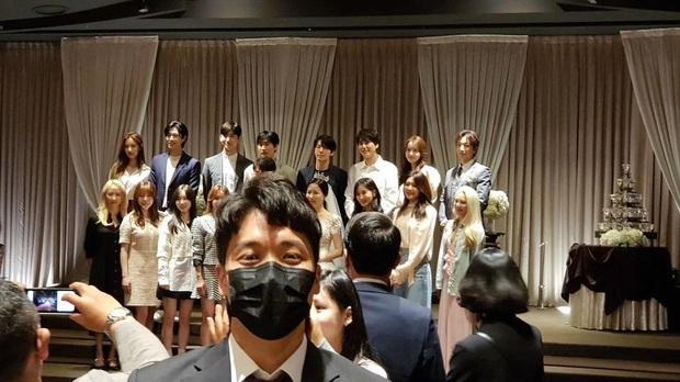 Xúc động khi 7 thành viên SNSD tụ họp tại đám cưới của quản lý cũ: Bao lâu rồi mới được nghe lại Kissing You cùng vũ đạo kẹo mút siêu cute! - Ảnh 6.