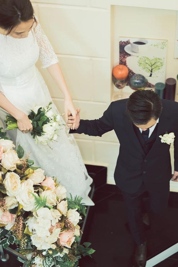 Tròn 1 năm kết hôn, Đàm Thu Trang lần đầu hé lộ loạt khoảnh khắc hiếm khoe cận nhan sắc cô dâu trong ngày theo chồng về dinh - Ảnh 4.