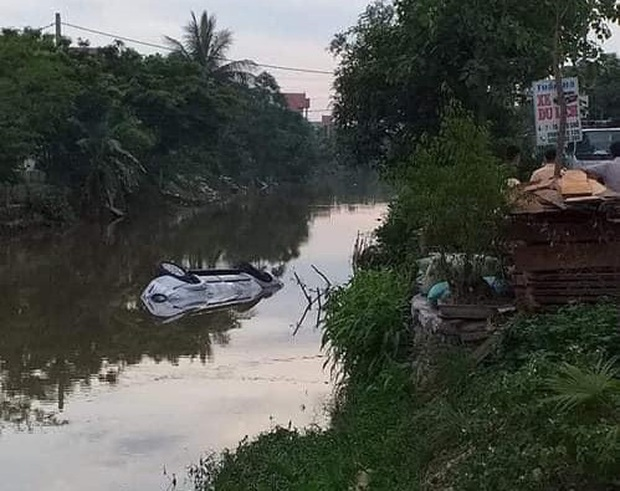 Nam Định: Xe ô tô bất ngờ lao xuống mương nước trong đêm, 3 người thương vong - Ảnh 1.