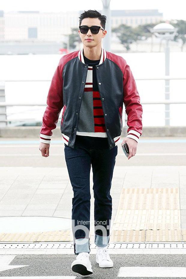 Ông chủ Danbam Park Seo Joon đúng là nam thần sân bay: Lúc như CEO đã giàu còn soái, khi đi dép xỏ ngón cũng ngầu như catwalk - Ảnh 18.