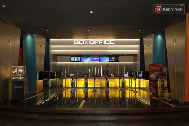 Rạp chiếu phim Việt cuối tuần trở lại nhịp đón khách chưa đều: Nơi ra vào tấp nập, chỗ đông dần vào cuối ngày - Ảnh 15.