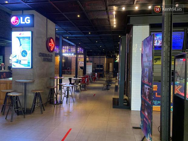 Rạp chiếu phim Việt cuối tuần trở lại nhịp đón khách chưa đều: Nơi ra vào tấp nập, chỗ đông dần vào cuối ngày - Ảnh 7.