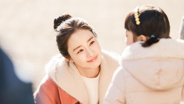 Những bà mẹ cực phẩm showbiz: Mợ chảnh xuất sắc, Trương Bá Chi khiến Cnet cảm phục, mỹ nhân cuối gây sốt vì gia đình hoàn mỹ - Ảnh 3.