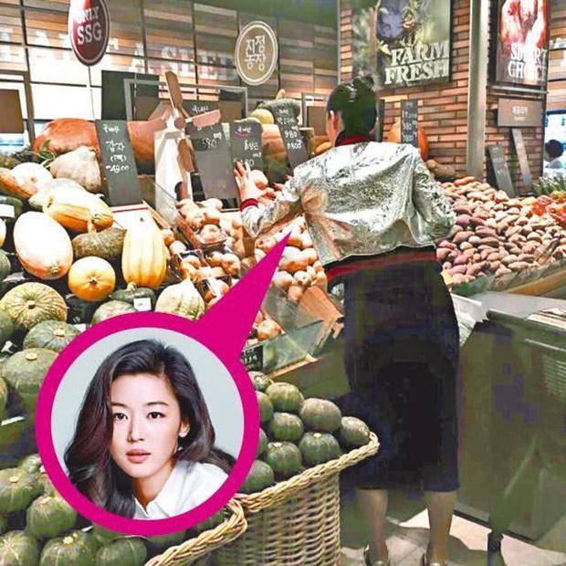 Những bà mẹ cực phẩm showbiz: Mợ chảnh xuất sắc, Trương Bá Chi khiến Cnet cảm phục, mỹ nhân cuối gây sốt vì gia đình hoàn mỹ - Ảnh 6.