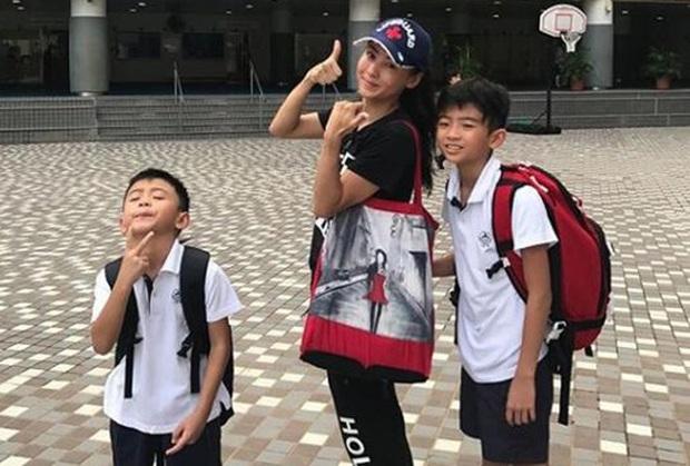 Những bà mẹ cực phẩm showbiz: Mợ chảnh xuất sắc, Trương Bá Chi khiến Cnet cảm phục, mỹ nhân cuối gây sốt vì gia đình hoàn mỹ - Ảnh 10.