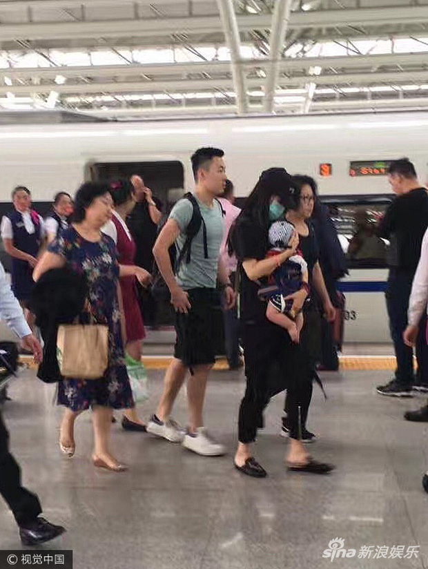 Những bà mẹ cực phẩm showbiz: Mợ chảnh xuất sắc, Trương Bá Chi khiến Cnet cảm phục, mỹ nhân cuối gây sốt vì gia đình hoàn mỹ - Ảnh 16.