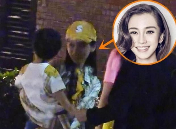 Những bà mẹ cực phẩm showbiz: Mợ chảnh xuất sắc, Trương Bá Chi khiến Cnet cảm phục, mỹ nhân cuối gây sốt vì gia đình hoàn mỹ - Ảnh 15.