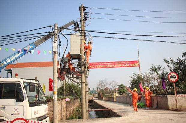 Hà Nội triển khai các giải pháp đảm bảo cấp điện mùa nắng nóng  - Ảnh 1.