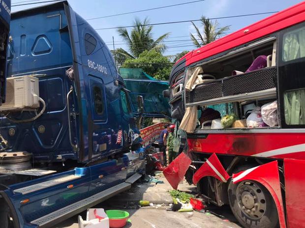 Vụ container đấu đầu xe khách khiến 1 người chết: Nhà thầu tự ý phân làn, sửa chữa đường - Ảnh 1.