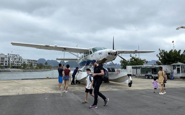 Biển Bãi Cháy đông trở lại, Quảng Ninh bắt đầu kích cầu đón khách du lịch sau Covid-19 - Ảnh 12.