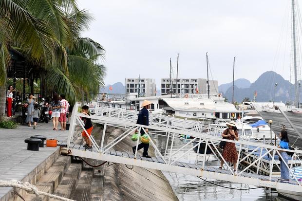 Biển Bãi Cháy đông trở lại, Quảng Ninh bắt đầu kích cầu đón khách du lịch sau Covid-19 - Ảnh 10.