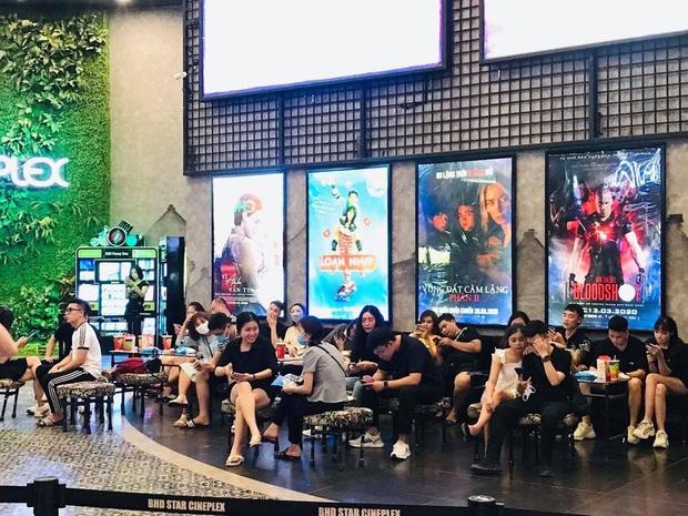 Rạp chiếu phim Việt cuối tuần trở lại nhịp đón khách chưa đều: Nơi ra vào tấp nập, chỗ đông dần vào cuối ngày - Ảnh 33.