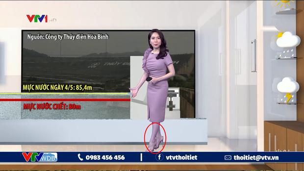 MC dự báo thời tiết kỳ cựu của VTV gặp sự cố giận tím người khi đang dẫn, dân tình được phen ôm bụng cười  - Ảnh 1.