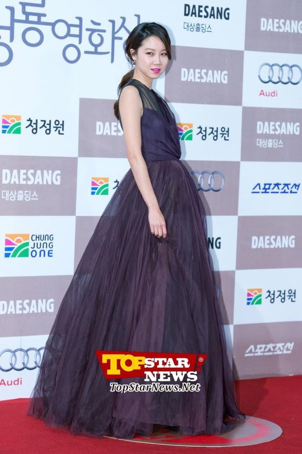 Viễn cảnh thảm đỏ Baeksang 2020 bùng nổ vì 5 mỹ nhân đề cử giải khủng: Combo Kim Hee Ae, IU, Son Ye Jin đúng là tuyệt phẩm - Ảnh 35.