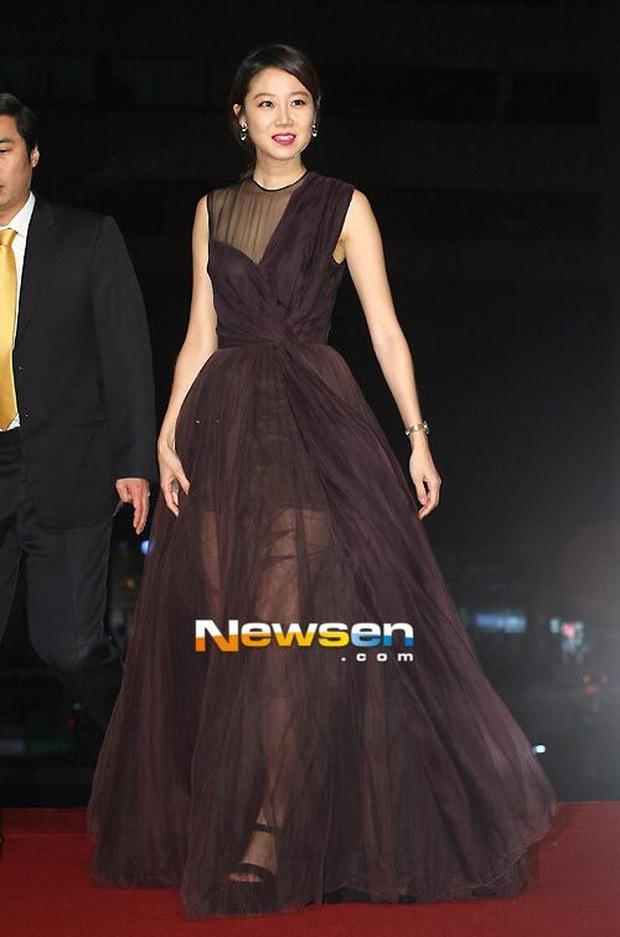 Viễn cảnh thảm đỏ Baeksang 2020 bùng nổ vì 5 mỹ nhân đề cử giải khủng: Combo Kim Hee Ae, IU, Son Ye Jin đúng là tuyệt phẩm - Ảnh 34.