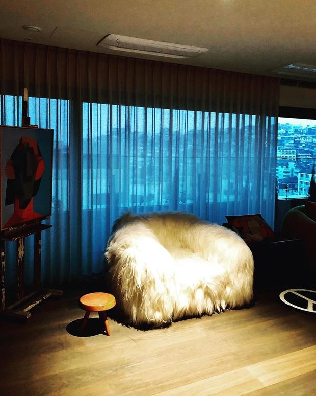 G-Dragon lộ ảnh bàn ăn ở penthouse 173 tỷ mới tậu, dân tình dán mắt vào 4 ghế như đồ chơi mà giá 800 triệu/chiếc - Ảnh 13.