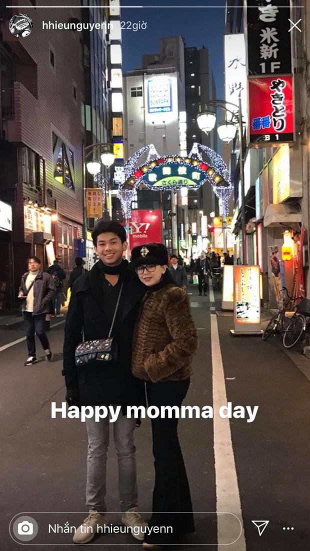 Chỉ một hành động dành cho mẹ, con trai tỷ phú Johnathan Hạnh Nguyễn chứng minh đúng chuẩn con nhà người ta - Ảnh 1.