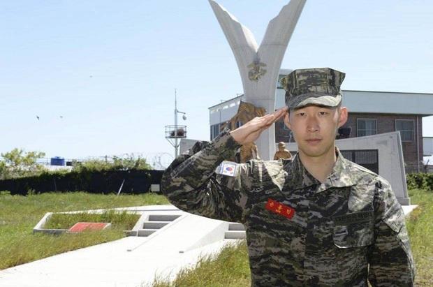 Oppa Son Heung-min cho trang cá nhân hết mốc bằng bài đăng đầu tiên kể từ sau khóa quân sự, dân tình lũ lượt vào thả tim vì thần thái của anh chàng - Ảnh 2.
